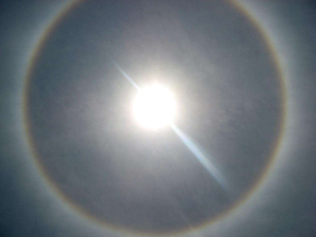 """Fenomena Halo """"Halo Matahari dan Halo Bulan"""""""