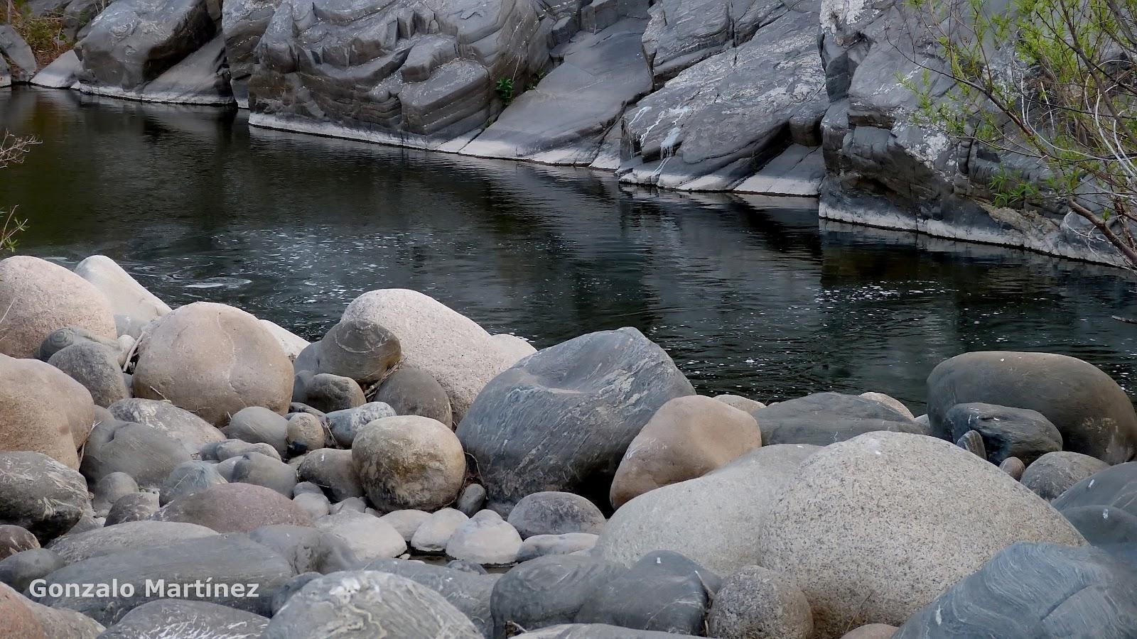 Paisajes y naturaleza de catamarca isla larga for Cascadas con piedras