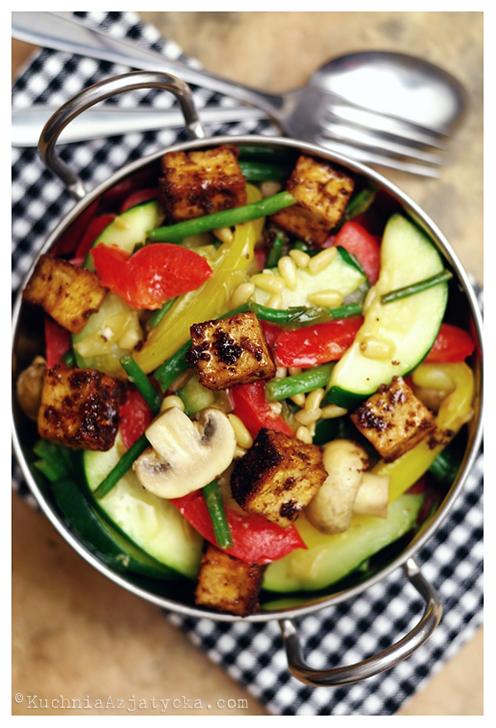 Tofu w przyprawach smażone z warzywami © KuchniaAzjatycka.com