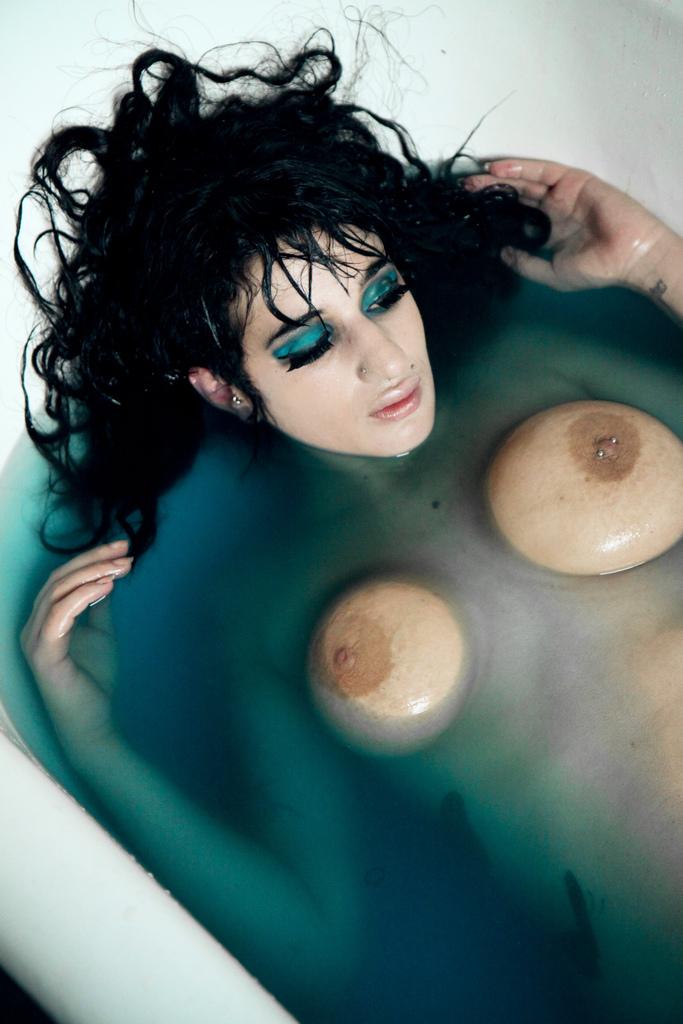 Arabelle Raphael | BIG NATURAL TITS A-Z