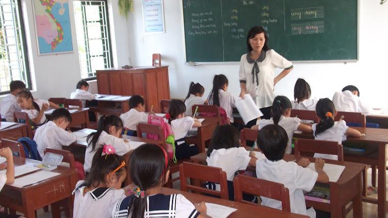 Học sinh làm bài