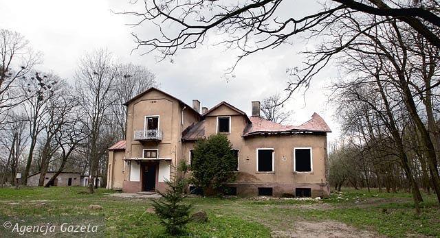 Ostatnie dni dworu w Giełzowie. Fot. Paweł Małecki / AG