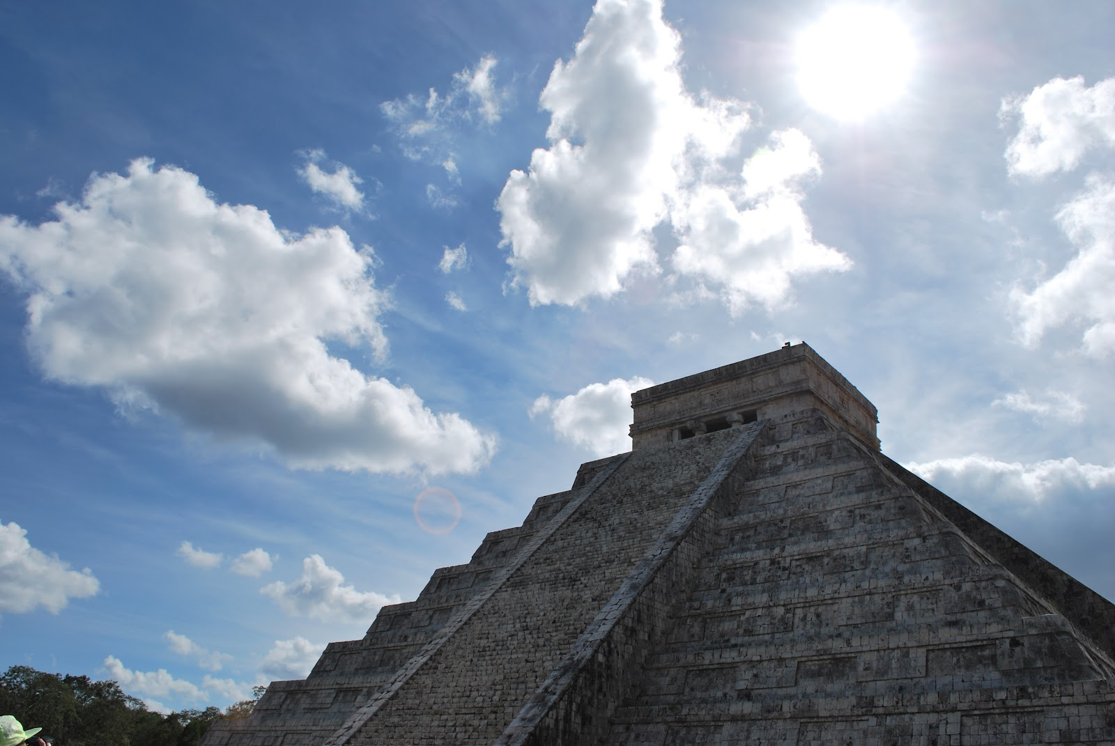 http://3.bp.blogspot.com/-orBoxX2RQB8/T_AEa1-oLkI/AAAAAAAAApE/eButuAZeT4I/s1600/architecture_photography_buildings_mexico_archeology_pyramids_mayan_desktop_3872x2592_hd-wallpaper-506322.jpg