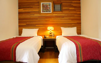 kamar hotel twin room