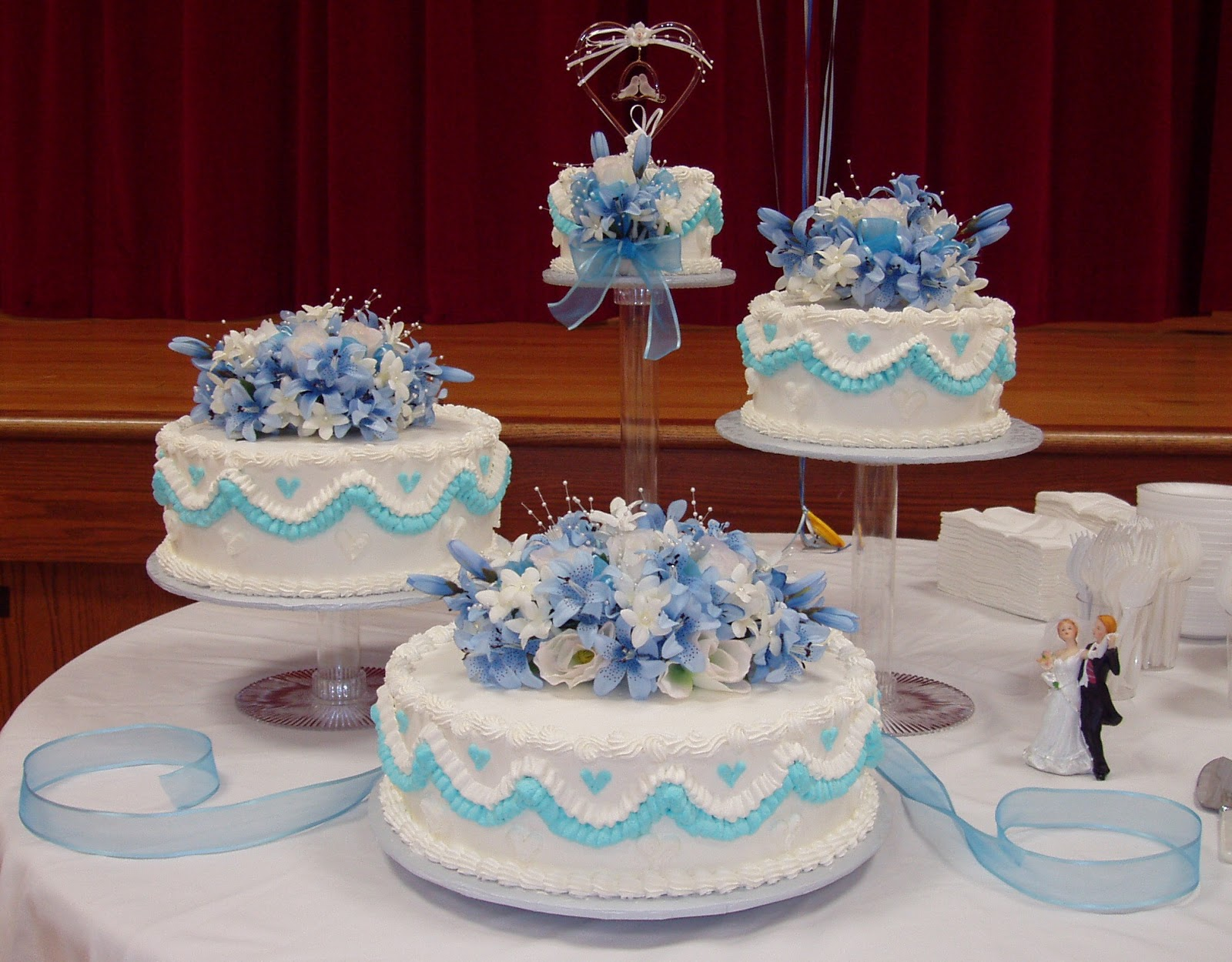 Michelle s Cakes: Wedding Cake with Blue Flowers