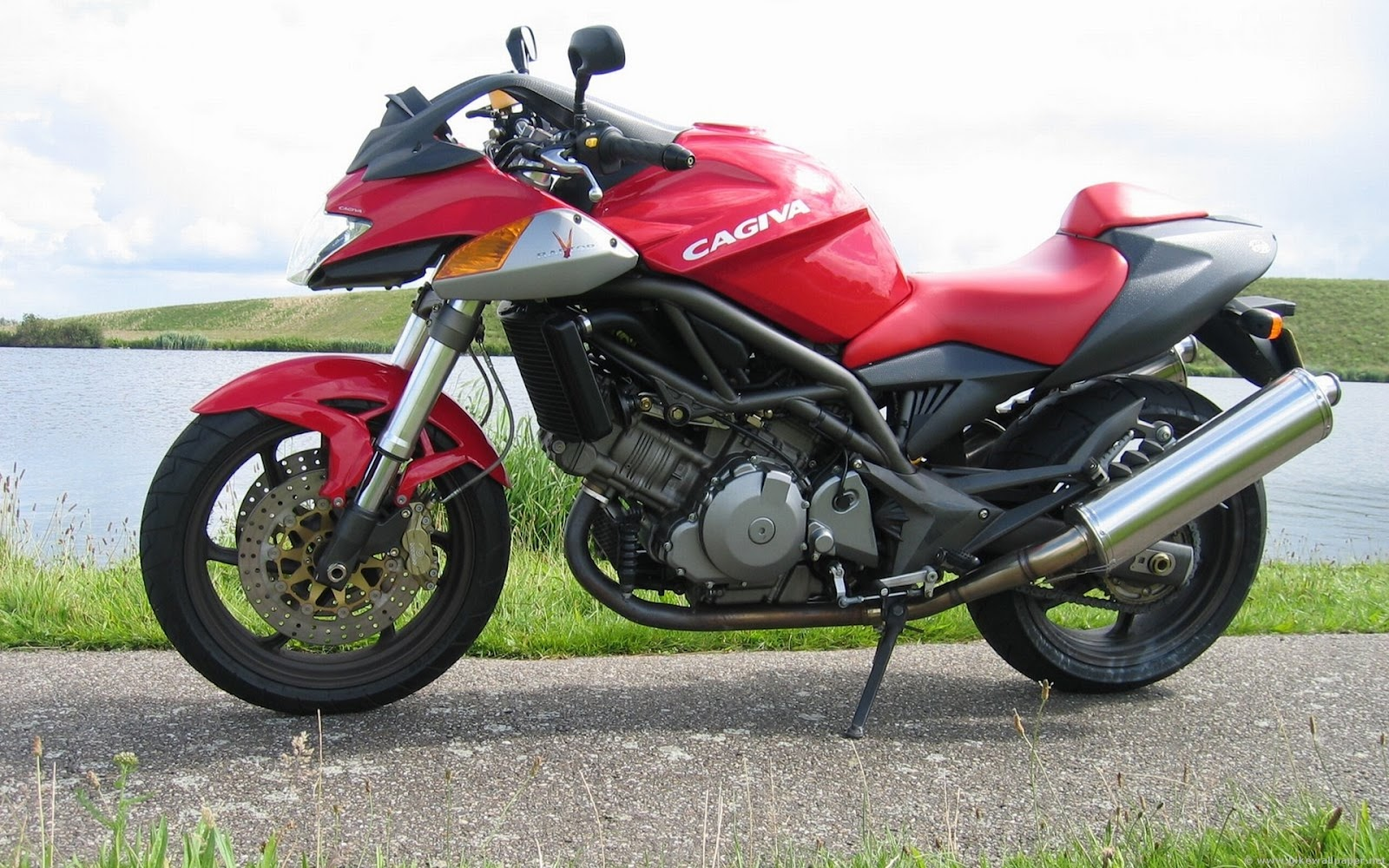 Cagiva V Raptor on honda 125 deluxe