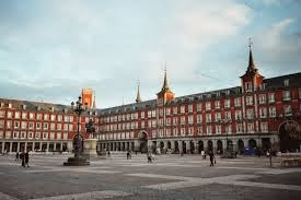 * Plaza MAYOR *