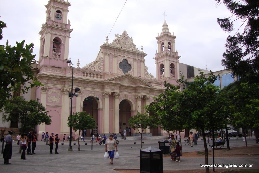 Estos lugares catedral bas lica de la ciudad de salta for Comedor 9 de julio salta