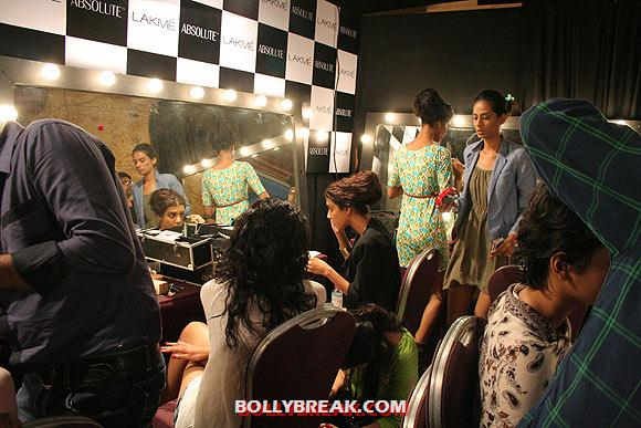 , Models Backstage Changing Room & Makeup Room Pics From Lakme Fashion Week!