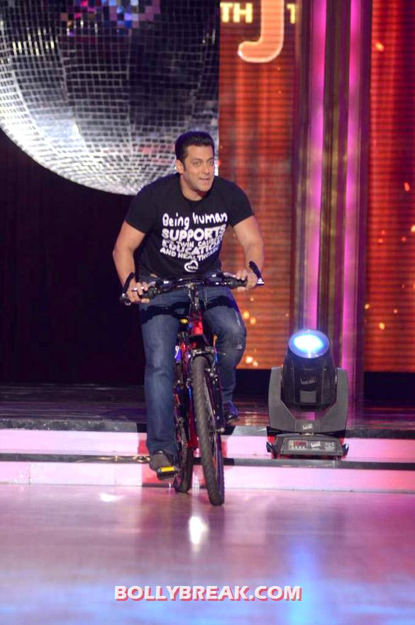 Salman Khan Jhalak Dikhhla Jaa 5 - (14) - Salman & Katrina on the sets of 'Jhalak Dikhhla Jaa 5'