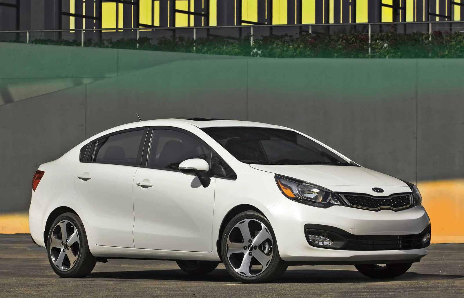 Kia Rio   ReViEw 4 CArS AnD TrUcKs