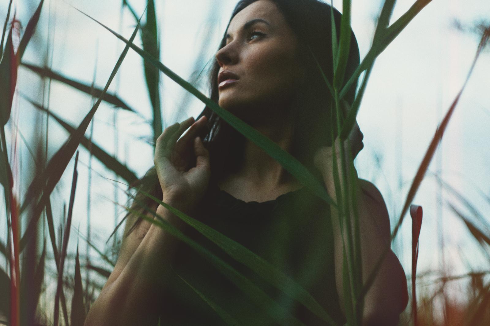 Portret urodowy. Dziewczyna i przyroda. fot. Łukasz Cyrus