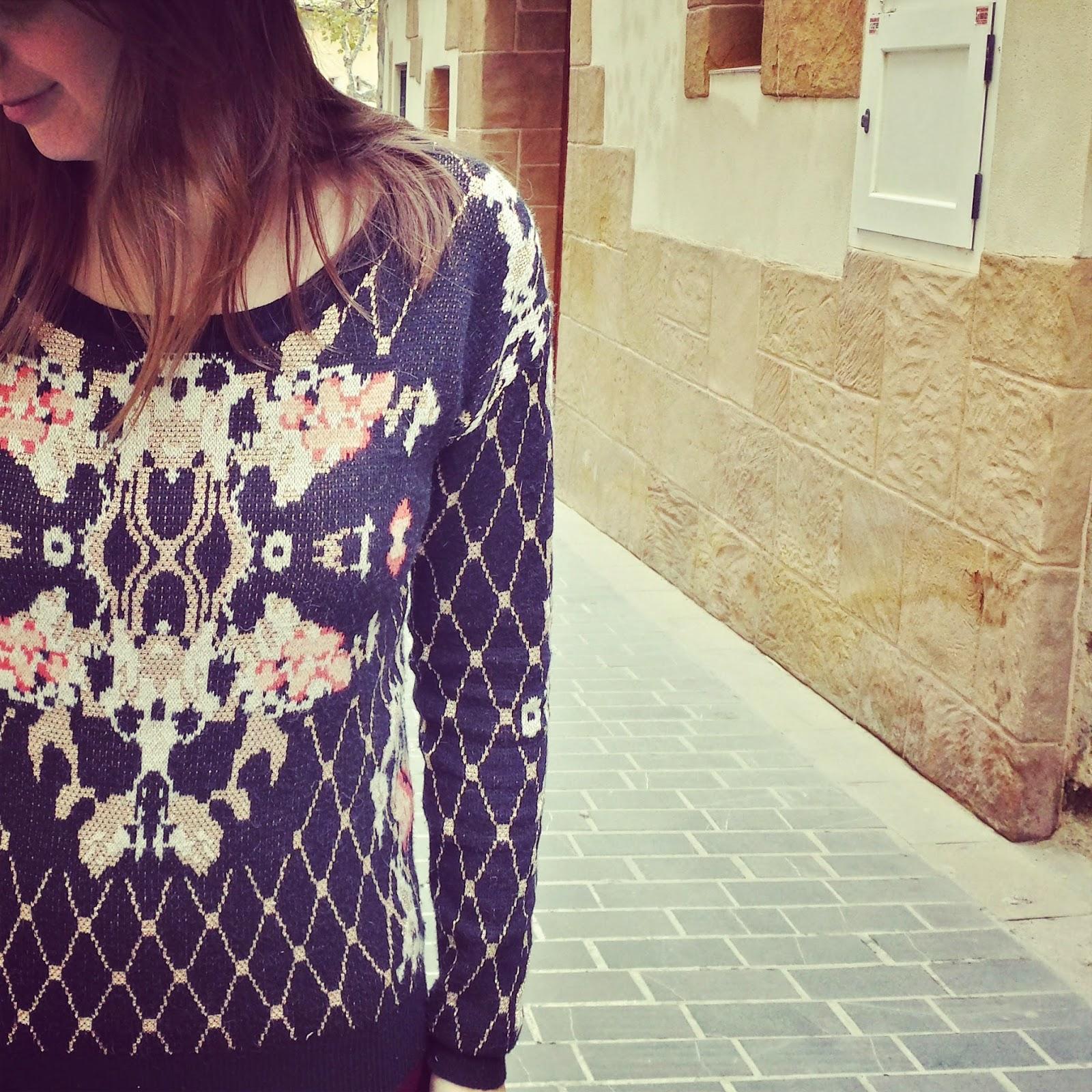 Outfit ideal para las navidades con un jersey joya de lavand muy barroco y estilosísimo.