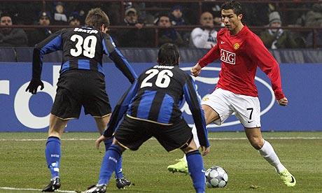 sepak bola adalah permainan bola yang dimainkan oleh dua tim dengan