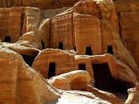 Petra es una ciudad enteramente construida en la roca, que data del siglo III a.C.