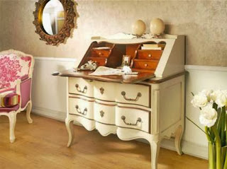 Garnish with historic furniture, the secretary
