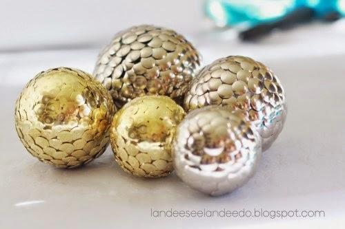 bolas decorativas feitas com tachas