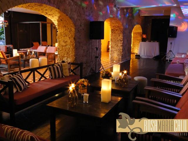 lounge, velas, arranjo floral, móveis do local, thiago calil