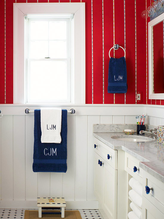 Mistura do lar banheiros pequenos e bonitos for Red white bathroom ideas
