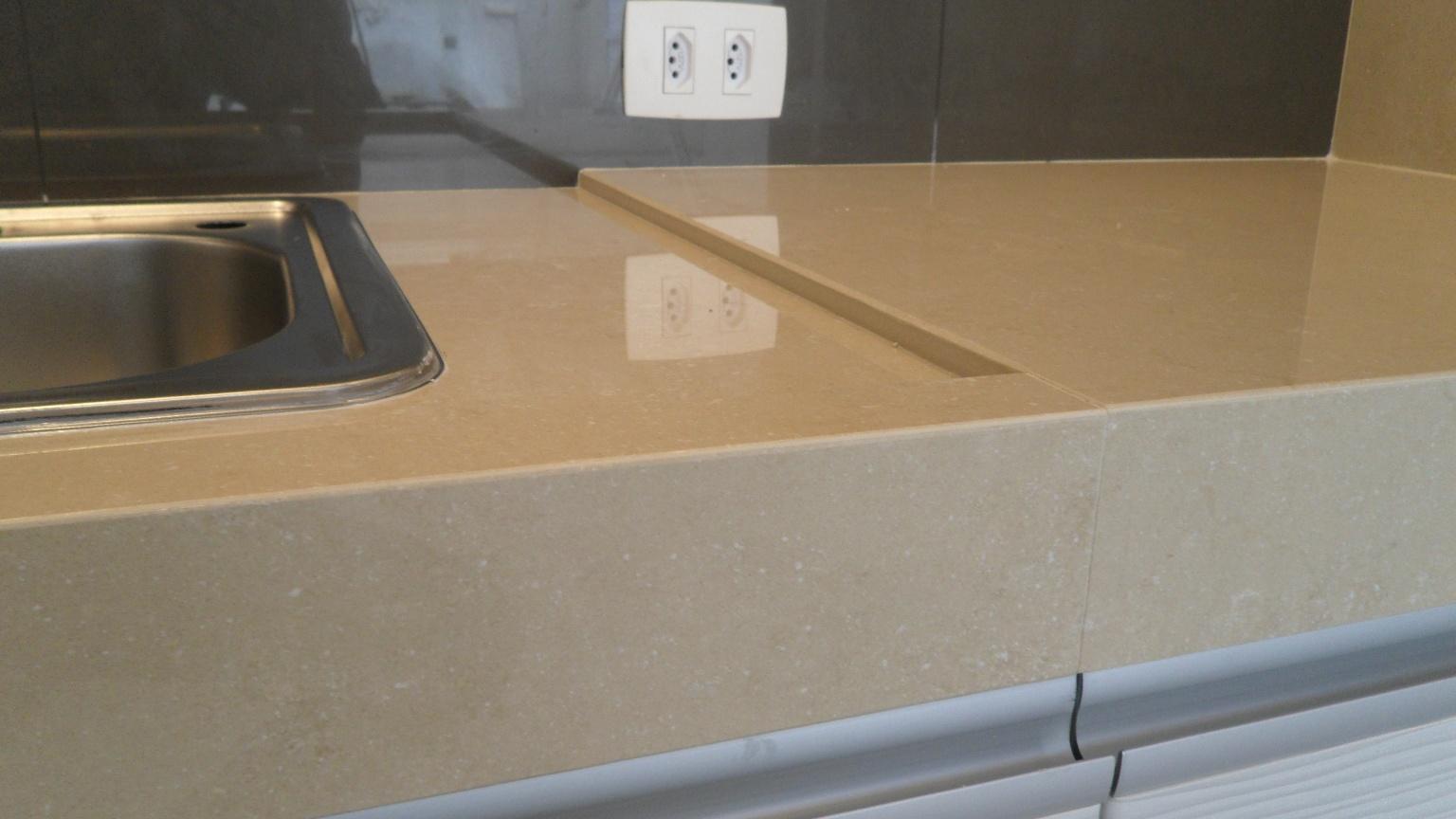 .: Tampo churrasqueira em porcelanato Krema Marfil Portobello #856B46 1536x864 Bancada Banheiro Crema Marfil