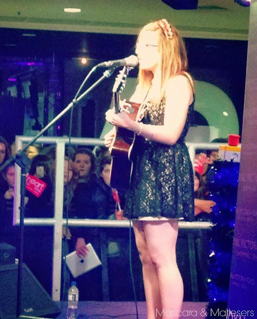 Abi Alton performing
