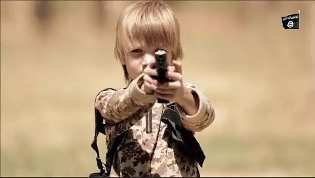 Ακόμη ένα σοκαριστικό βίντεο υπερπαραγωγή που έφτιαξαν στην cia για το ISIS: Ξανθό παιδάκι εκτελεί αιχμάλωτο! γιατι ναζιστές ειναι οι λευκη φυλη!