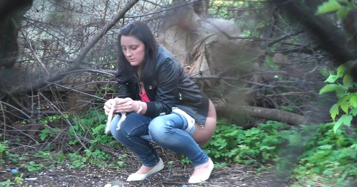 Voyeur peeing: Women pee in the bushes 3