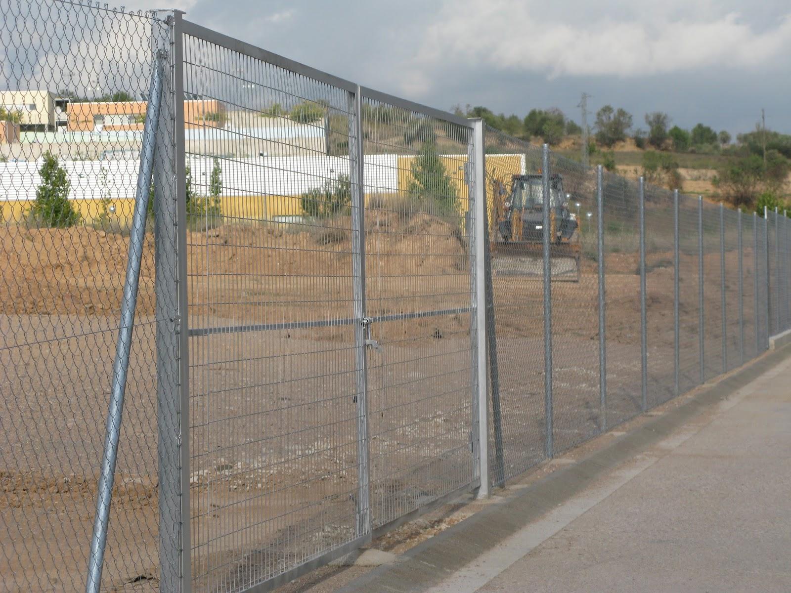 Vallas met licas puertas en barcelona for Puertas para cercados