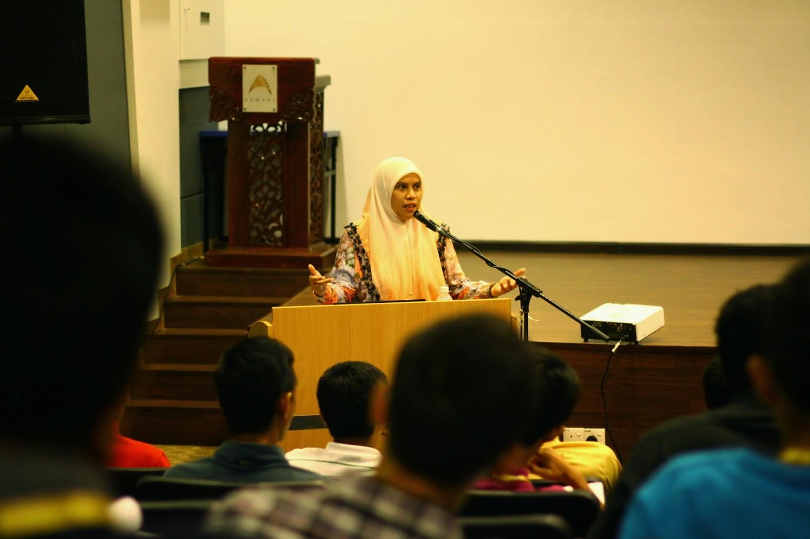Bengkel Penulisan, sesi ceramah ini disampaikan oleh Puan Rodziah Adama