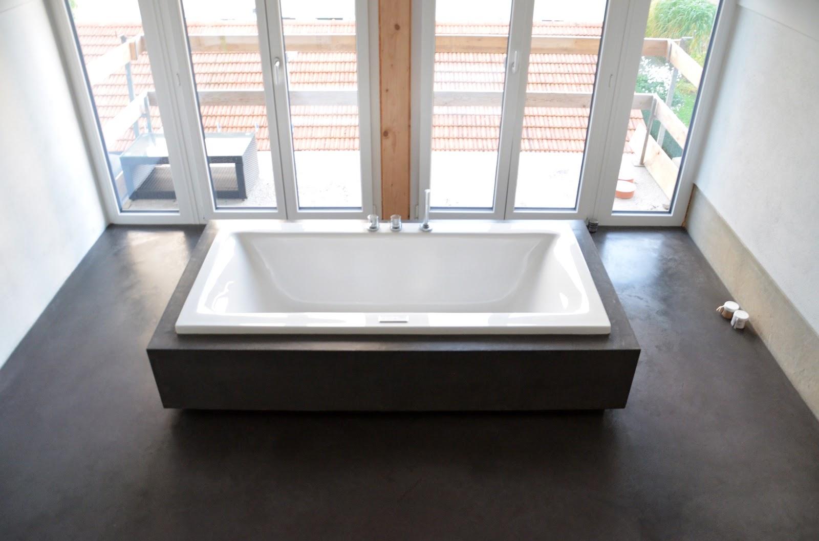 beton cire oberfl chen in beton look wannenverkleidung mit beton cire. Black Bedroom Furniture Sets. Home Design Ideas