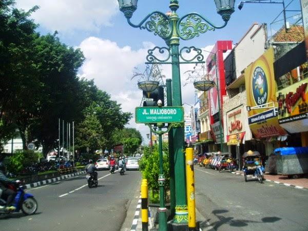 Menikmati Belanja Souvenir di Malioboro Yogyakarta ...