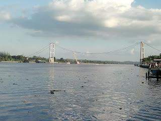 Runtuhnya Jembatan Mahakam