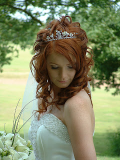 short bridal hairstyles tiara