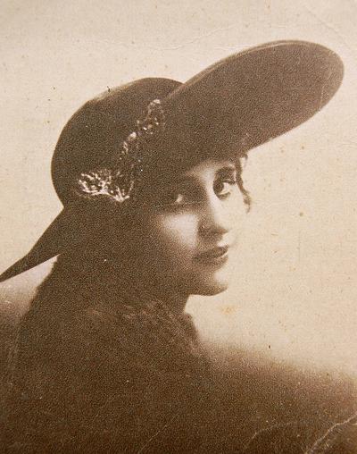vintage portrait vera kholodnaia