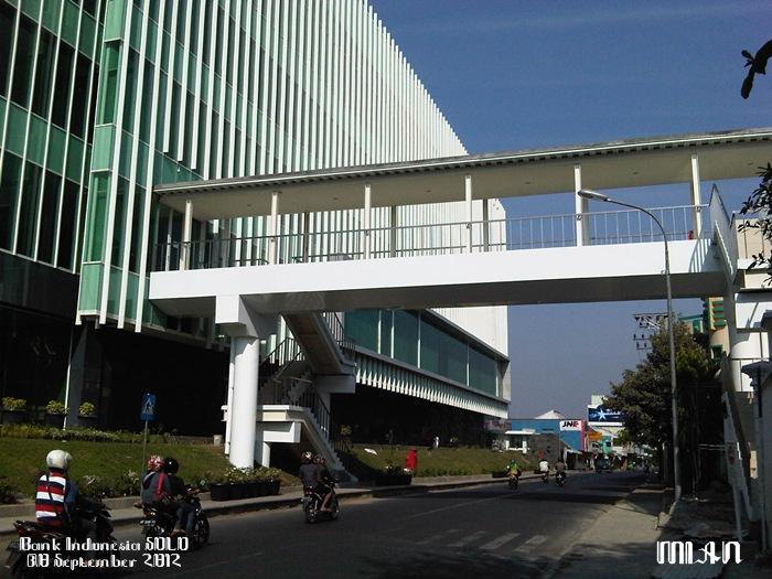 Jembatan penghubung gedung BI lama dan yang baru