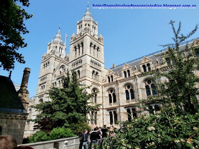 Día dos. Museo de Historia Natural, Harrod's, Hyde Park, Piccadilly.