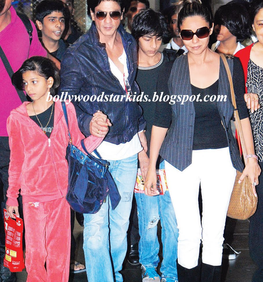 Shah Rukh Khan With His Kids Aryan and Suhana & Wife Gauri Khan