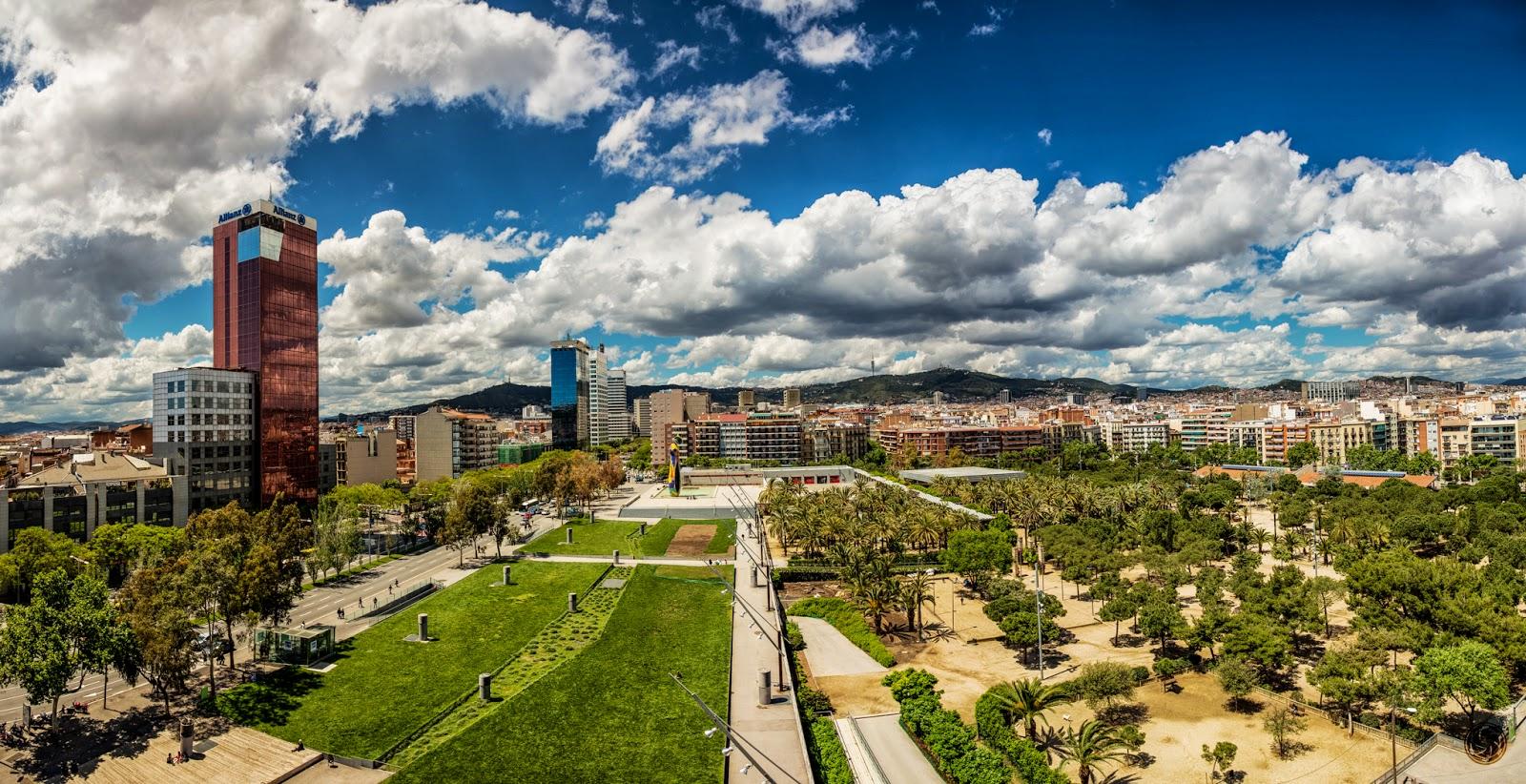 Panorama de Barcelona, con el Parc de l'Excursador en primer plano :: 2 x 6 x Canon EOS 5D MkIII | ISO200 | Canon 24-105 @24mm | f/8 | 1/250 & 1/640