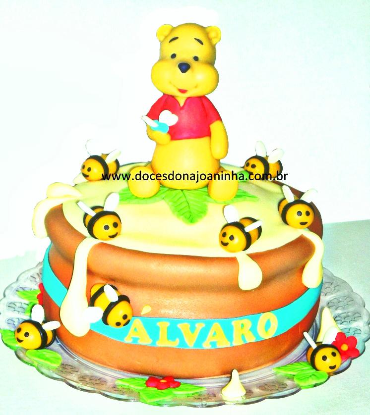 Bolo Ursinho Pooh no pote de mel com abelhinhas