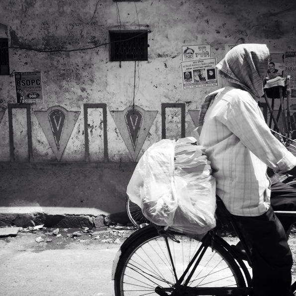 On the road to Varanasi © Connie Rosenthal
