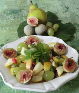 Salade de fruits d'automne à la mélisse et à la menthe