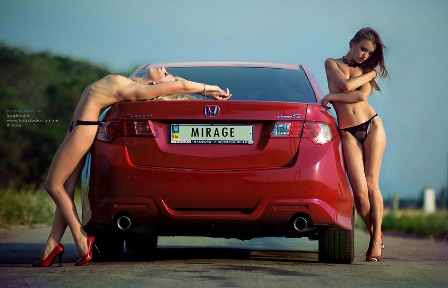 Honda Accord VIII, czerwony lakier, red, dwie panienki, samochód, dziewczyny i auta, VTEC is kicking in