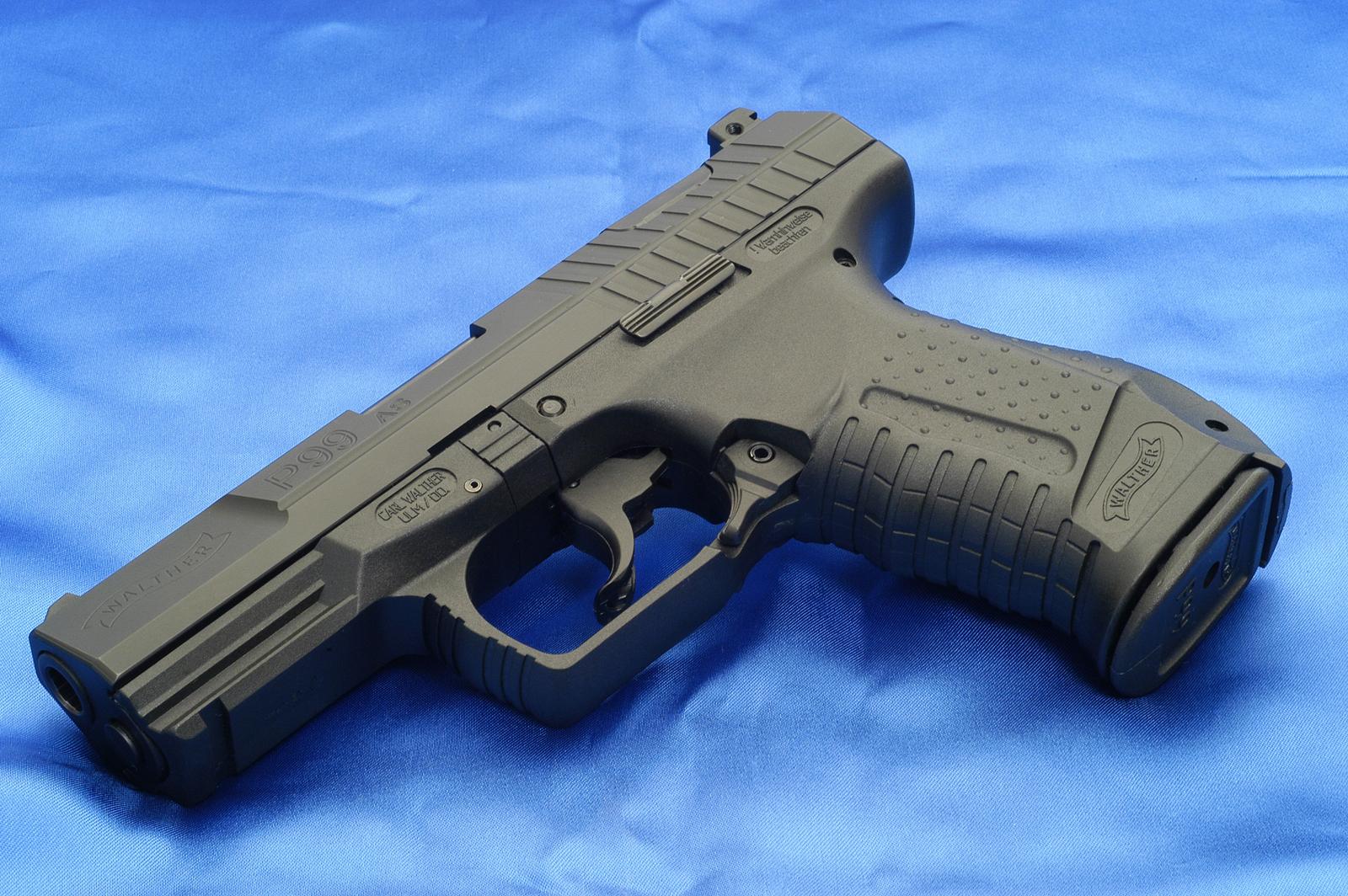 http://3.bp.blogspot.com/-owvhURzc1UE/Tn1gW8r6GZI/AAAAAAAABT8/_FjCwTmLab8/s1600/Walther_P99_Army_Gun_Desktop_Wallpapers_Vvallpaper.net.jpg
