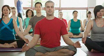 Hidup Sehat - Hilangkan stres dengan yoga bersama rekan-rekan