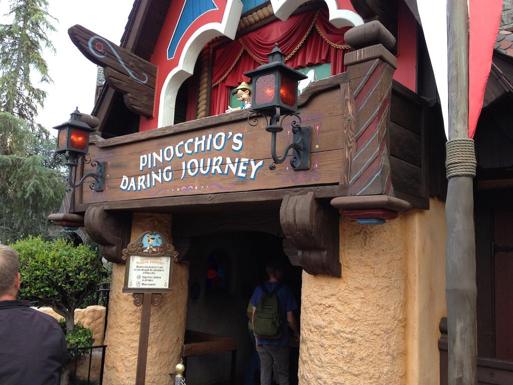 pinocchio u0026 39 s daring journey at disneyland