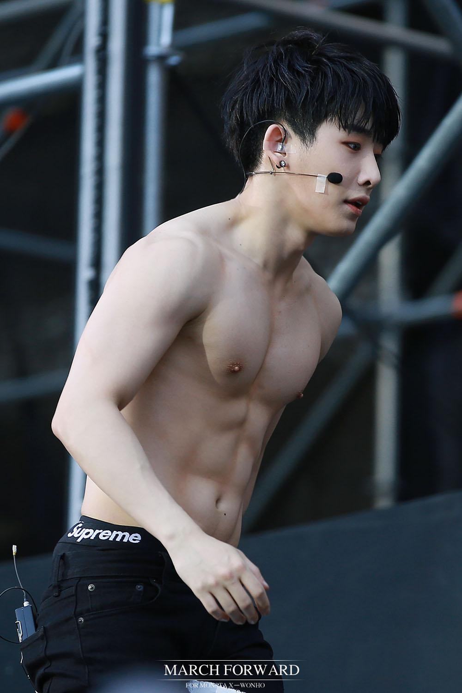 ผลการค้นหารูปภาพสำหรับ Wonho MONSTA X