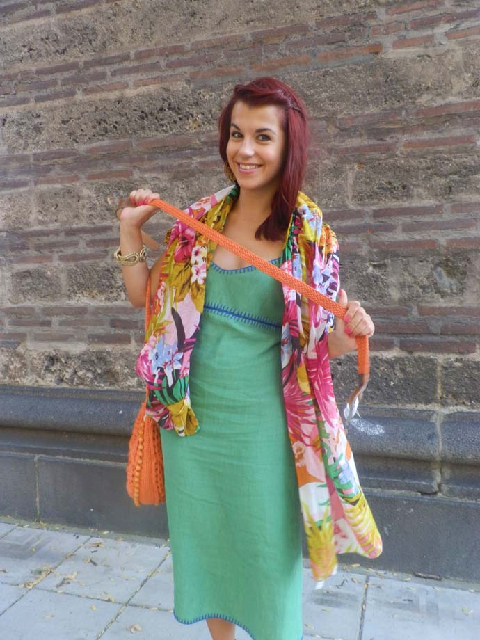 Outfit I am wearing: Handmade green maxi dress designed by my mom, hand knitted orange purse made by my mom, orange Zara wedges, Colorful summer scarf from Ystrdy, Chunky golden bracelet from Primark and a belt from Bershka