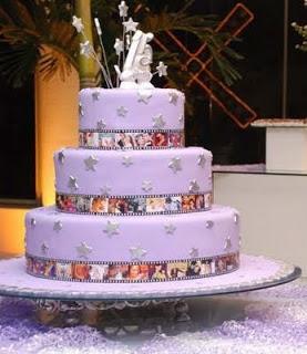 Mundo da moda bolos de aniversrio de 15 anos toda menina tem um grande sonho de ter uma festa de debutantes com aquele boloa festao vestido e tudo mais ento esto as dicas de decorao de bolo thecheapjerseys Choice Image
