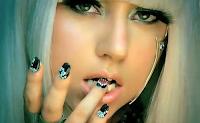 Lady Gaga diz que fuma maconha enquanto está compondo suas músicas