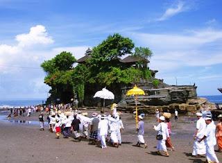 hindu ceremony in Tanah lot, Pura Tanah Lot, holiday in tanah lot